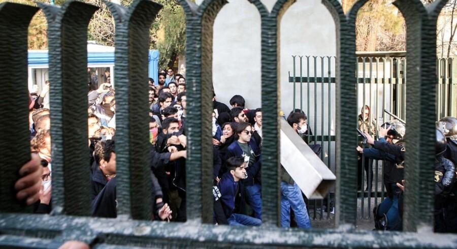 Lørdag var tredje dag i træk med protester mod regeringen flere steder i landet.