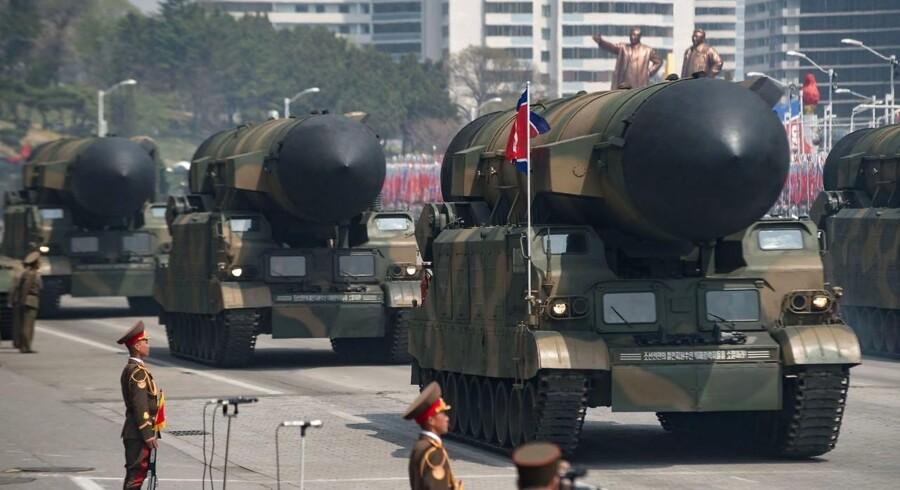 Arkivfoto: Billedet fra 15. april viser en uidentificeret raket fremvist under en militærparade.