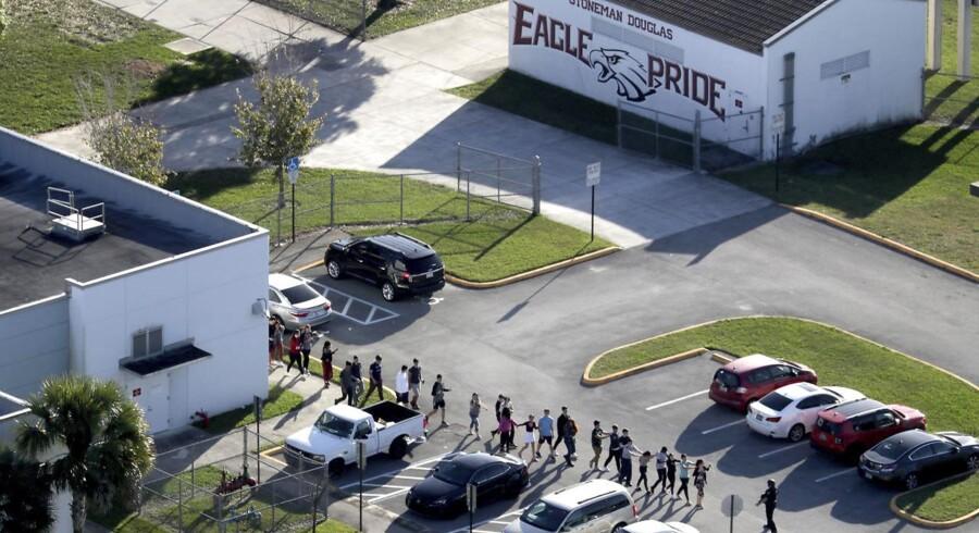 Bortvist elev dræbte 17 og sendte hundredvis på en desperat flugt ned gennem gaderne i Florida.