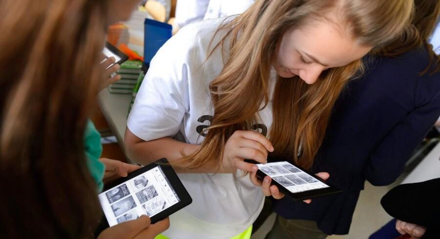 E-bøger er kommet ned i pris og dermed op i læsertal, men i USA slår den trykte bog nu tilbage. Arkivfoto: Jakub Kaczmarczyk, EPA/Scanpix