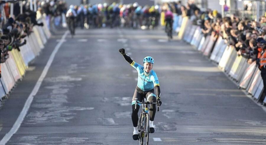 Den danske cykelrytter Michael Valgren (Astana) vandt lørdag årets første europæiske World Tour-løb i cykling.