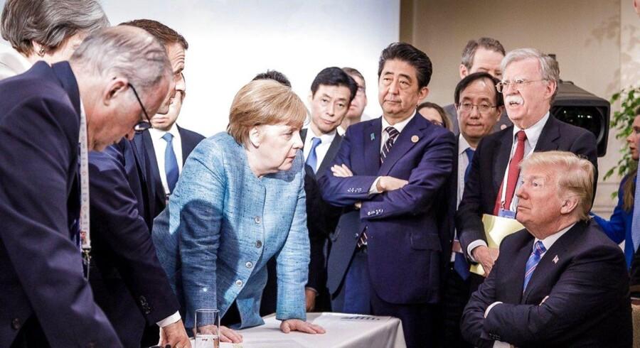 Dette foto blev det mest ikoniske fra G7-topmødet, fordi det kan tolkes som en mur af statsledere, der konfronterer den amerikanske præsident med deres utilfredshed.