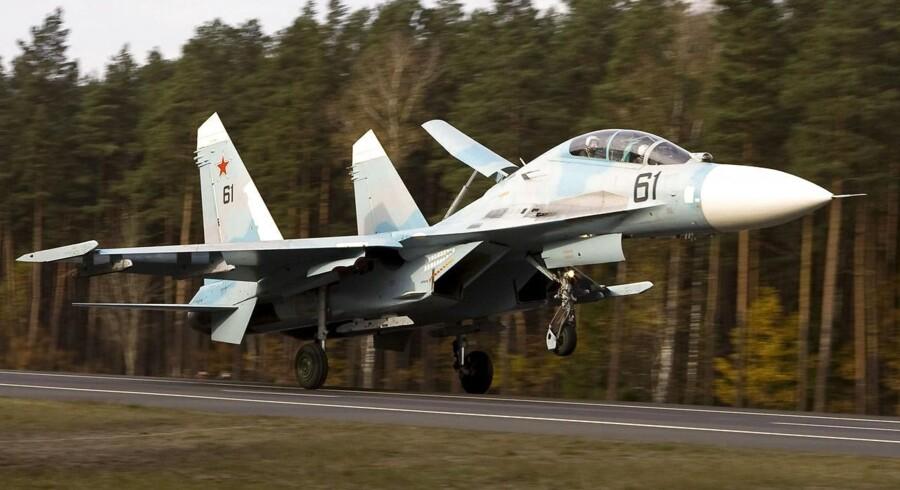 Russisk fly af typen SU-27 jagtede forleden et svensk kampfly nær Bornholm. Her ses et tilsvarende fly fra det hviderussiske luftvåben.