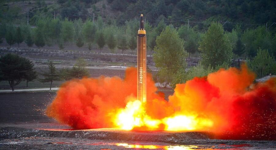 FN's Sikkerhedsråd fordømmer på det kraftigste Nordkoreas seneste test af et ballistisk missil.