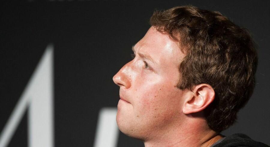 Kritikken hagler ned over Facebook efter afsløringerne af massive problemer med beskyttelse af personfølsomme brugerdata. Nu bryder Mark Zuckerberg tavsheden og går bodsgang på amerikansk TV. Men presset på Facebook-stifteren aftager næppe lige med det første.
