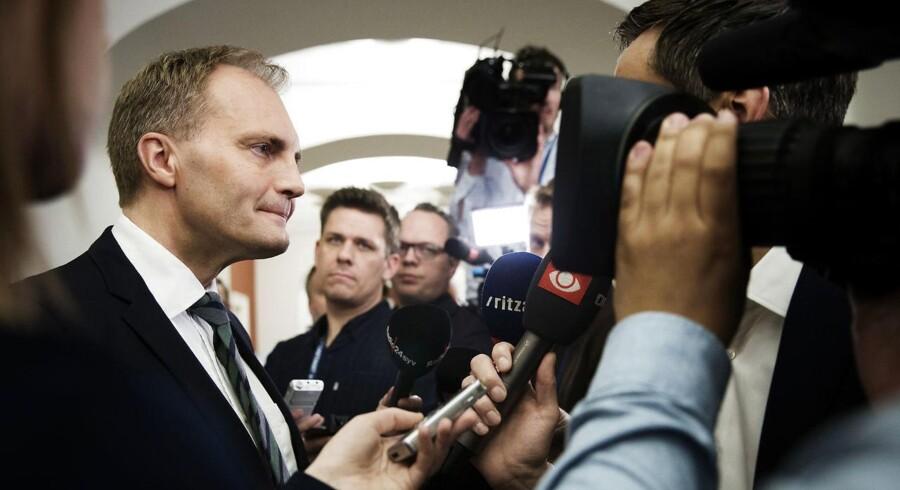 Gruppeformand Peter Skaarup efter Dansk Folkepartis gruppemøde tirsdag, hvor partiet besluttede at frede Esben Lunde Larsen (V) som miljø- og fødevareminister.