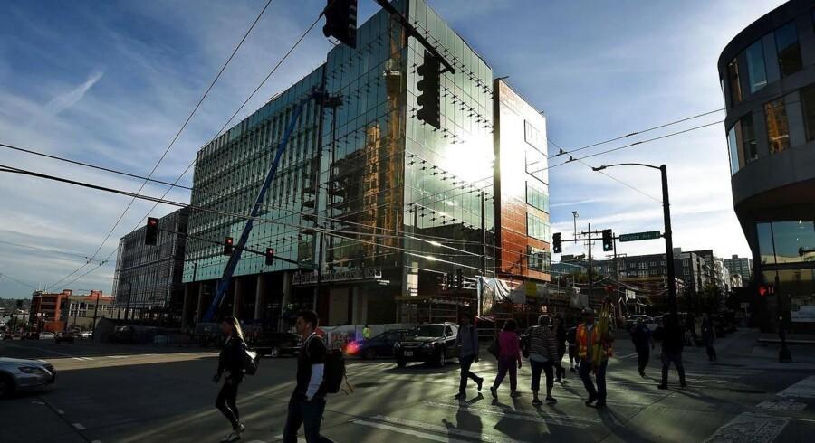 Det er kun to år siden, at internetgiganten Amazons hovedkontor i Seattle blev udbygget, men nu er der slet ikke plads nok til udvidelserne, så et nyt - ekstra - hovedkvarter skal på banen. Arkivfoto: Mark Ralston, AFP/Scanpix