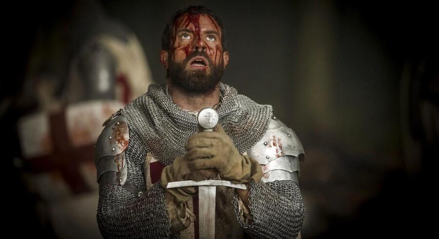 Tom Cullen som Tempelridder-stormester i HBO-serien »Knightfall« - rutter ikke med de forskellige udtryk, men svinge et sværd det kan han - og det er stort.