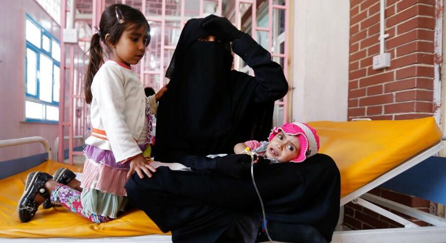ARKIVFOTO: Yemen plages af et voldsomt udbrud af kolera, der har ramt en million mennesker. Udbruddet sker midt i en voldsom borgerkrig, der gør det svært at sikre befolkningens adgang til lægehjælp, vand og mad.