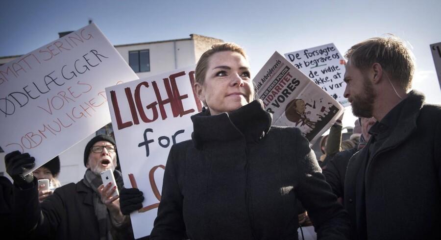 Regeringen holdt pressemøde i Mjølnerparken, hvor flere mennesker var mødt op til demonstration får at vise deres utilfredshed med regeringens ghettopakke.