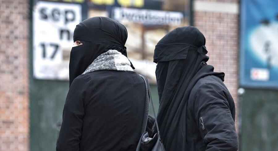 ARKIVFOTO. Overtrædelse af regeringens burkaforbud skal ikke koste fængselsstraf.