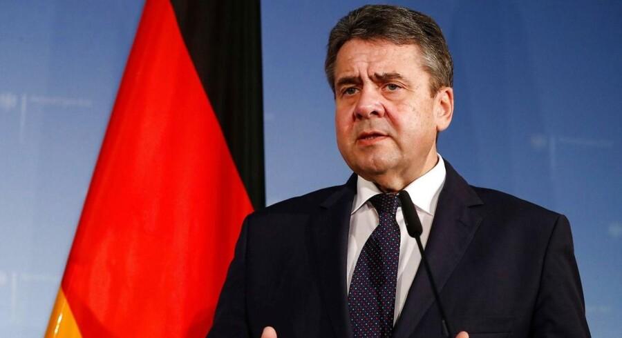 Tysklands udenrigsminister, Sigmar Gabriel, udtrykker stor bekymring over den tyrkiske offensiv i Syrien mod en kurdisk milits.