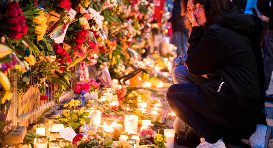 Stockholmere mindes de fire ofre for terrorangrebet i den svenske hovedstad fredag 7. april. En lastbil kørte forsætligt ind i gående på Drottninggatan i det centrale Stockholm.