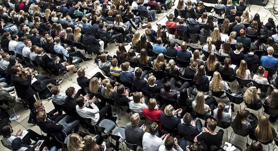 23 procents af de adspurgte gymnasieledere oplever, at der udøves social kontrol i form af, at elever bliver ekskluderet fra en gruppe, hvis de ikke følger bestemte regler i islam. Billedet er et arkivfoto, og eleverne og gymnasiet på billedet er ikke relaterede til den specifikke sag.