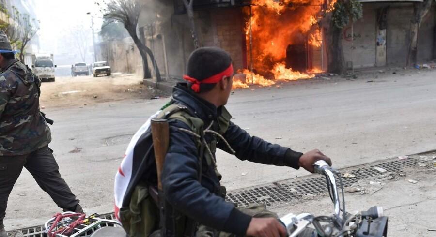 Krigen i Syrien (her i byen Afrin i Nordsyrien) har indtil videre kostet fire syriske journalister livet. / AFP PHOTO / Bulent Kilic