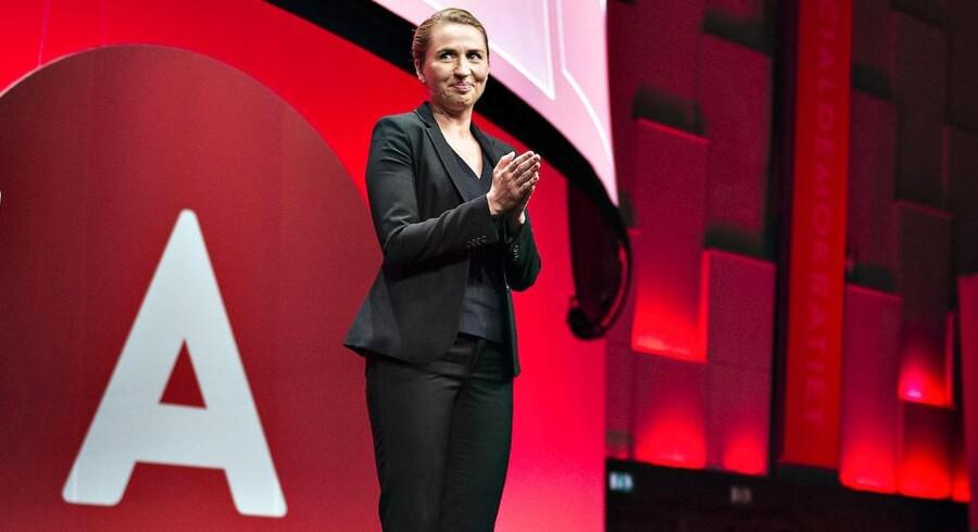 S-formand Mette Frederiksen på talerstolen under sidste års socialdemokratiske kongres i Aalborg.