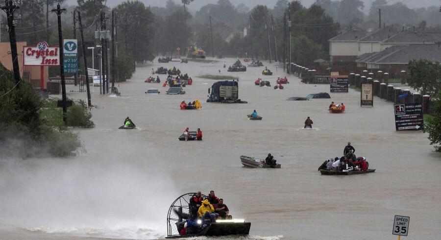 Orkanen Harvey kommer ifølge eksperter til at koste et trecifret millionbeløb i danske kroner. Til sammenligning kostede en af de værste storme i Danmarks historie, orkanen i december 1999, i alt 13,1 mia. kroner.