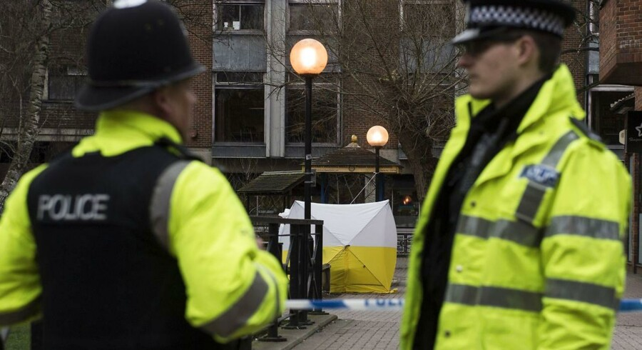 Rusland forlanger, at Storbritannien beviser, at det ikke var den britiske efterretningstjeneste selv, der stod bag giftangrebet. Den tidligere russiske spion og hans datter er tre en halv uge efter angrebet stadig indlagt i kritisk tilstand.