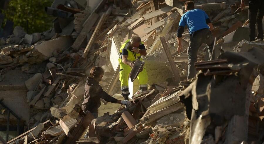 Det krafitige jordskælv, der ramte Italien natten til onsdag, har medført store ødelæggelser - og måske står mafiaen klar til at lukrere på genopbygningen.