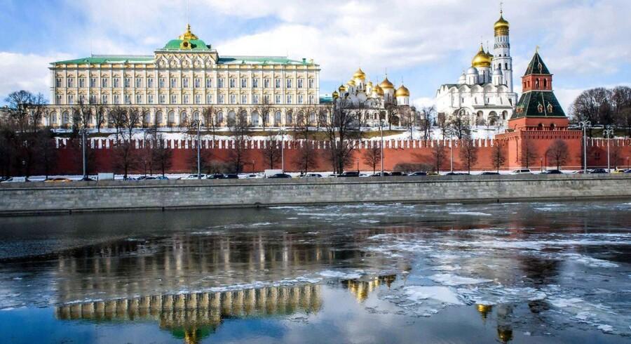 """Rusland giver Storbritannien besked om, at """"lige over 50"""" britiske diplomater skal forlade landet, oplyser udenrigsministeriet i Moskva ifølge Reuters. / AFP PHOTO / Mladen ANTONOV"""