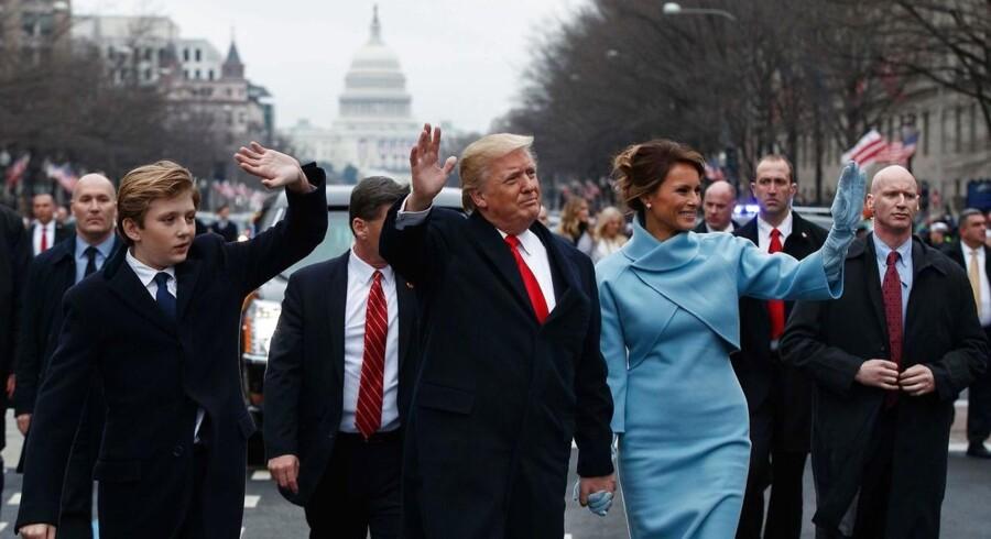 Dagen for Donald Trumps indsættelse er blevet udnævnt til en amerikansk nationaldag. Trump udfyldte mandag det nødvendige papirarbejde.