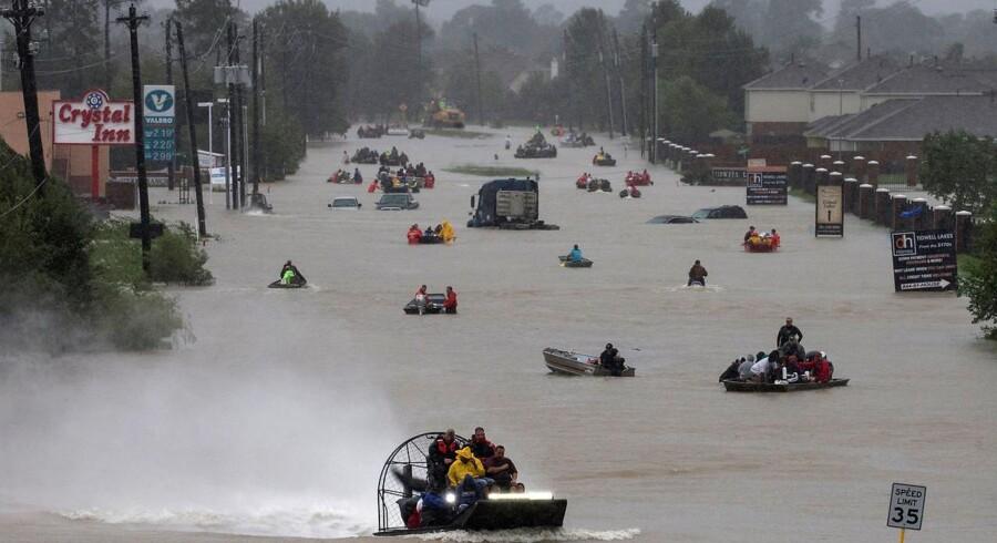 Sådan så der ud på Tidwell Road i det østlige Houston sidst på eftermiddagen mandag.