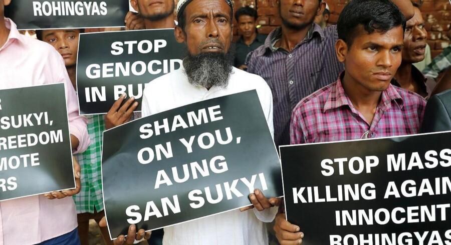 Rohingyamuslimer demonsterer mod vold i Myanmar.