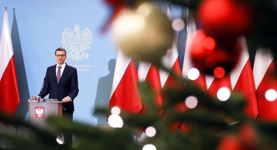 Polens premierminister Mateusz Morawiecki tager køligt på truslerne fra Bruxelles, der er klar til at anvende Lissabontraktatens såkaldte atombombemulighed over for den polske regering.