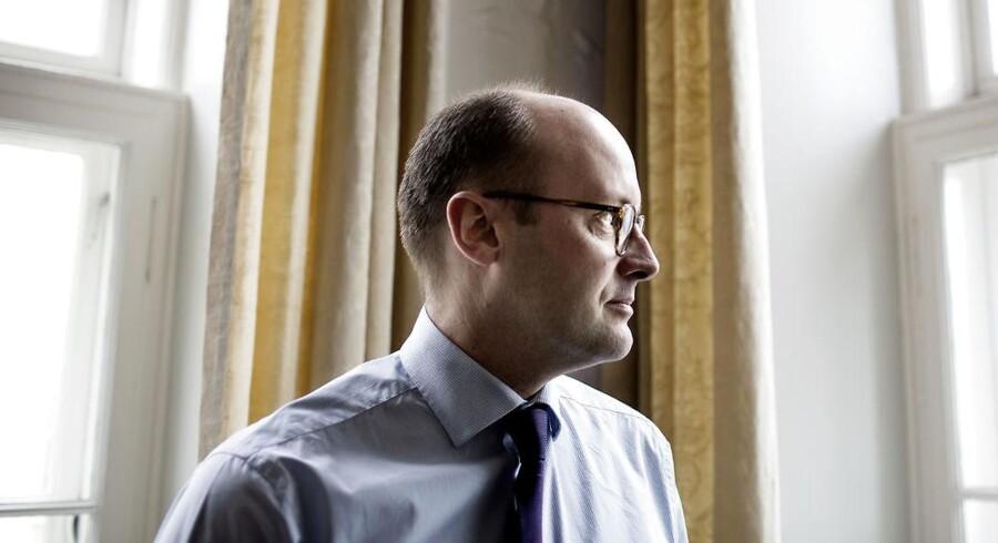 Lars Mørch blev ifølge Jyllands-Posten først forfremmet i Danske Banks topledelse for så at blive fyret, da banken fik indblik i den sønderlemmende kritik, der var på vej fra Finanstilsynet i forbindelse med bankens hvidvasksag.