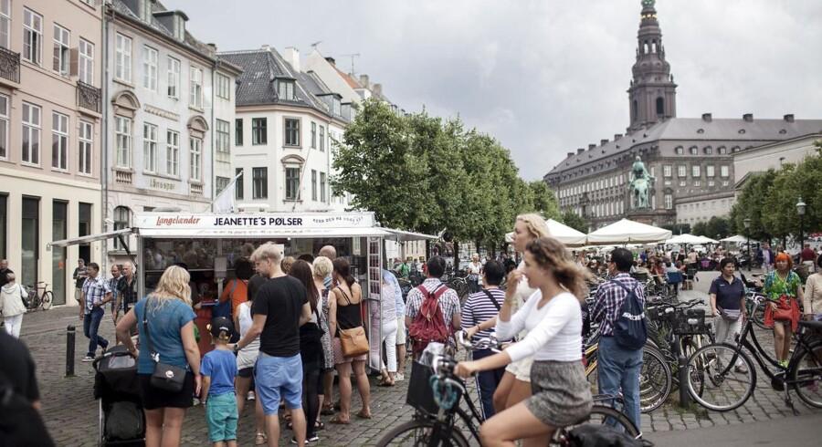Københavns befolkningstal stiger, og det kræver nye svømmehaller, institutioner og kunstgræsbaner i kommunens forskellige bydele.