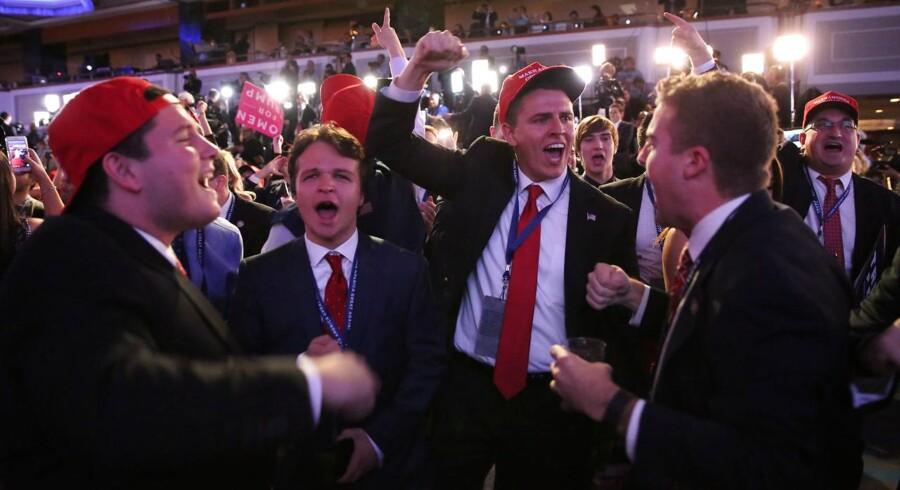 Donald Trump-tilhængere fejrer de foreløbige resultater på Manhatten i New York 8. november 2016. REUTERS/Carlo Allegri