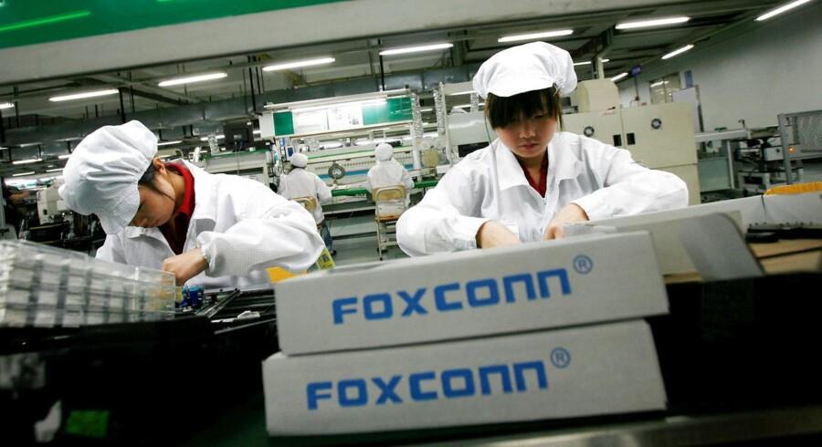 Arkivfoto: Foxconn, der producerer dele til Apples iPhones, benytter sig af børnearbejde i Kina. Fabrikken i Zhengzhou har været bagud med produktionen af den nye iPhone X og har derfor tvunget unge teenagere til at arbejde overtid.