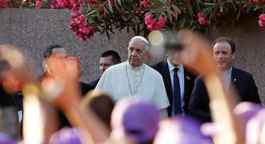Pave Frans mødtes tirsdag med en lille gruppe af ofre for seksuelt misbrug begået af præster i Chile under sit besøg i landet. Scanpix/Pablo Vera Lisperguer