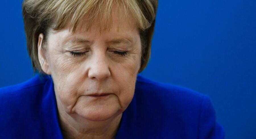 Tysklands kansler Angela Merkel. CSU-formand Horst Seehofer vakte søndag opsigt, da han erklærede, at han er klar til at trække sig fra posten som indenrigsminister.. EPA/CLEMENS BILAN