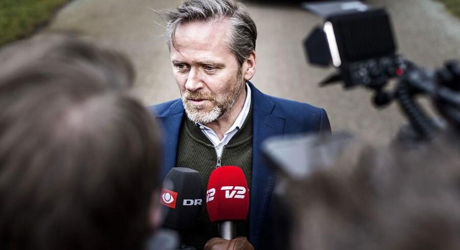 Marianne Mørk Mathiesen har meldt sig ud af Liberal Alliance i protest mod partiets ledelse, og mener at Anders Samuelsen burde have trukket sig som partiformand, for at bevare partiets »troværdighed«.