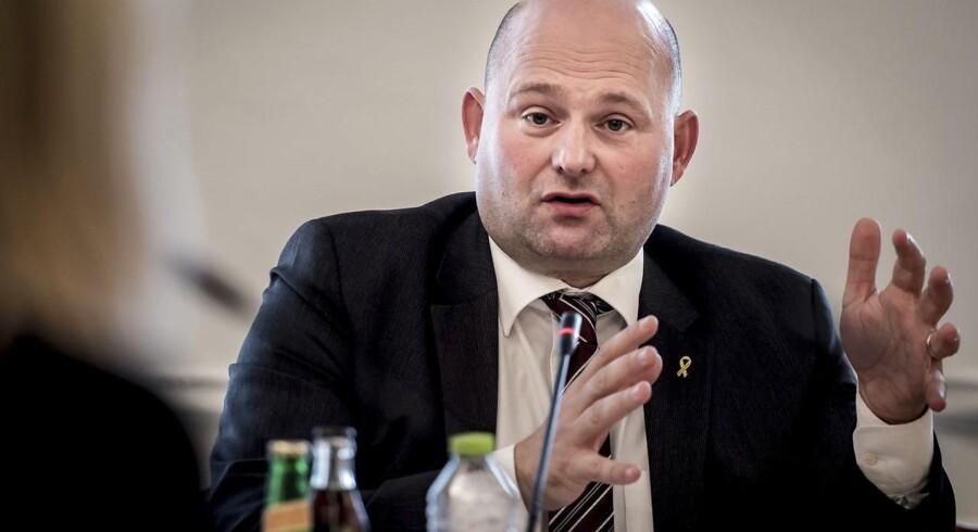 »Jeg har en klar forventning om, at politiet griber ind, hvis politiet bliver opmærksom på, hvor illegale uden lovligt ophold befinder sig,« siger Søren Pape Poulsen.