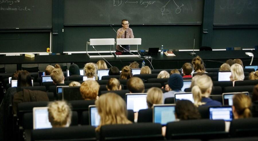 Sidste år fik 65.165 af de 91.539 ansøgere tilbudt pladser på de videregående uddannelser. Arkivfoto fra forelæsning i dansk på Institut for nordiske studier og sprogvidenskab, Københavns Universitet Amager.