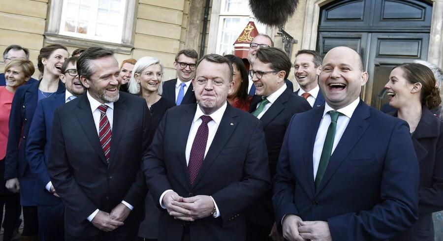 Det borgerlige Danmark får en ny kickstart med en trekløverregering. Og det har kostet indrømmelser hos både LA og K, selvom smilende var store ved ministerrokaden mandag.