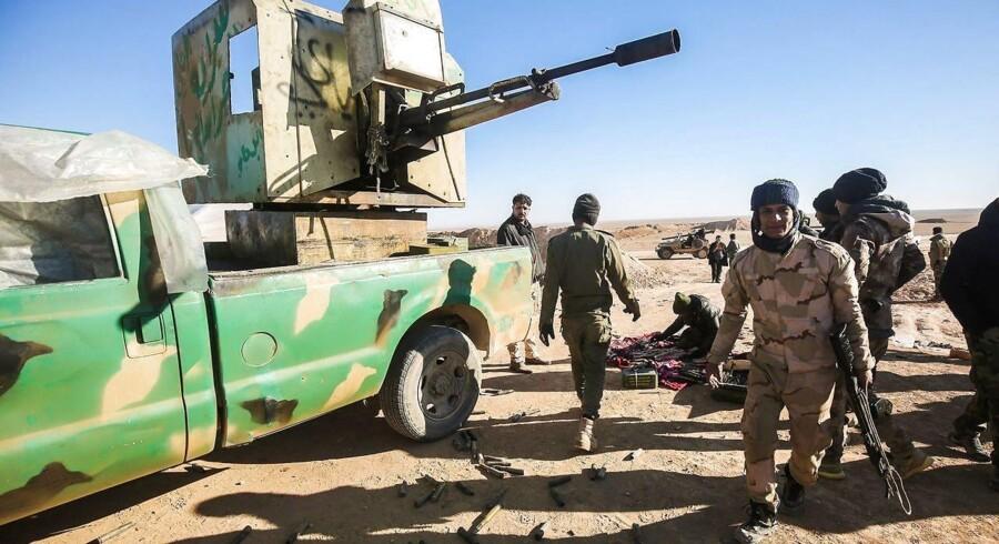 Irakiske styrker gør sig klar til en offensiv ved det vestlige Mosul.
