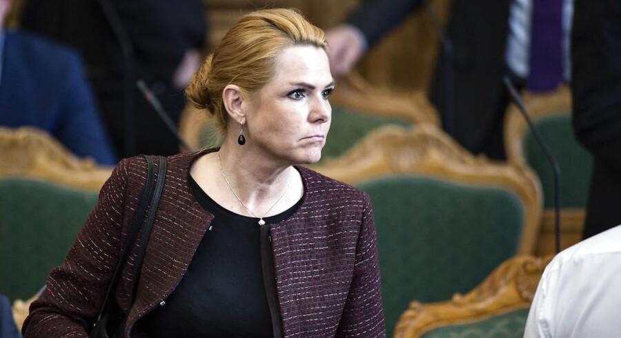 Udlændinge- og integrationsminister Inger Støjberg bliver anklaget for at have overhørt en serie advarsler fra embedsmænd - men afviser beskyldningerne.