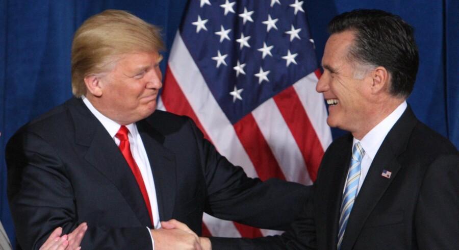 Republikaneren Mitt Romney (t.h.), der i 2012 tabte præsidentvalget til præsident Obama, er ifølge amerikanske medier et af de navne, Trump overvejer som USA's næste udenrigsminister. (Arkivfoto) Reuters/Steve Marcus