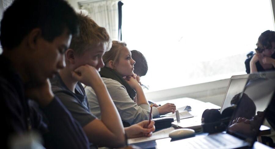 Arkivfoto. Høje-Taastrup Gymnasium er et af de gymnasier, der har en høj andel af elever med anden etnisk baggrund end dansk. Billedet er taget i en af gymnasiets 1.g-klasser i 2011. Andelen af elever med indvandrerbaggrund er vokset mærkbart på flere af landets gymnasier siden da. Nu vil politikerne tage et opgør med, hvordan fordelingen af gymnasieeleverne fungerer i dag.