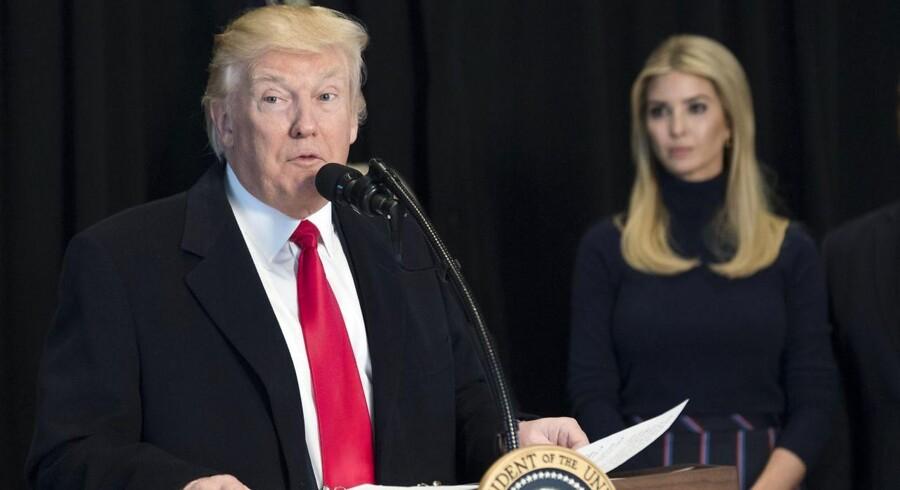 Donald Trump vil blandt andet pålægge det amerikanske indenrigsministerium at ophæve et forbud mod nye aftaler om at forpagte føderale landområder til kulminedrift.