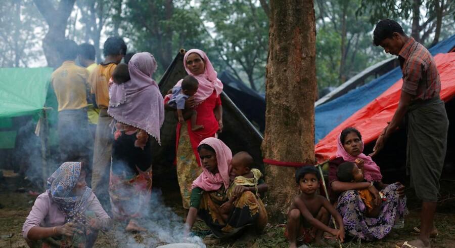 Rohingya-flygtninge ved deres midlertidige lejr langs en vej i Kutupalong, Bangladesh. REUTERS/Danish Siddiqui