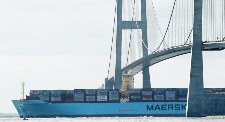 (ARKIV) Mærsk containerskib sejler under Storebæltsbroen