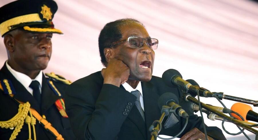 Zimbabwes præsident Robert Mugabe risikerer rigsretssag efter militærkup.