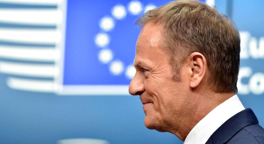 De 27 lande, der bliver i EU efter brexit, har godkendt retningslinjerne for det fremtidige forhold mellem EU og Storbritannien, skriver Donald Tusk på Twitter.