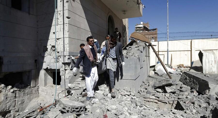 FN har kaldt krigen i Yemen for verdens største humanitære krise. Knap 9000 er ifølge WHO dræbt siden 2015.