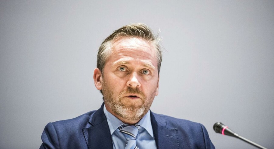 Udenrigsministerer Anders Samuelsen kaldte i 2013 offentlighedsloven en »skamplet på demokratiet«, men som minister vil han ikke gå foran og boykotte de mest omstridte dele af loven.