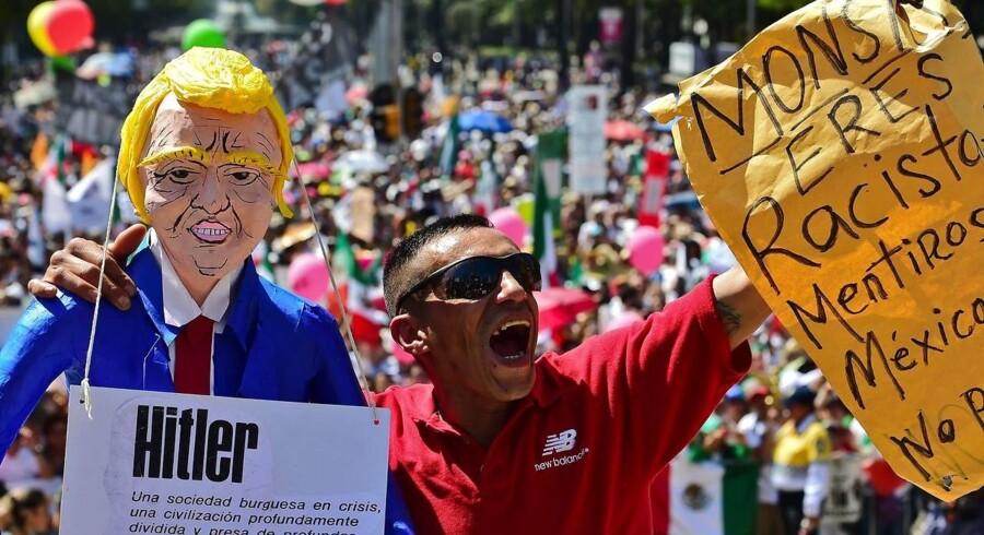 Donald Trump har i løbet af sin valgkamp meldt ud, at han vil bygge en mur mellem USA og Mexico. I forbindelse med Trumps udmeldinger blev den mexicanske valuta svækket. Alligevel har den nu fundet sin vej tilbage. / AFP PHOTO / ALFREDO ESTRELLA